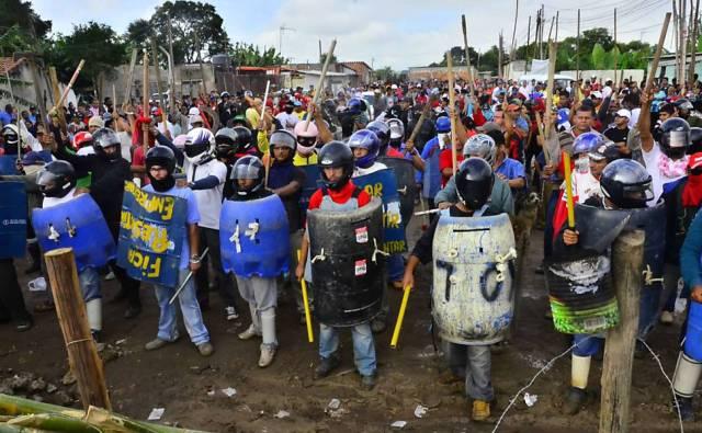 http://brasiliamaranhao.files.wordpress.com/2012/01/pinheirinho_resistencia.jpeg