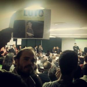 Daniel Galvão em audiência pública na Câmara que virou ato de homenagem ao Lucas Furtado