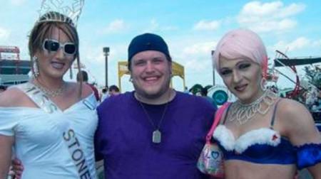 """Alguns membros da comunidade LGBT se sentiram enganados por Tim. Religiosos, claro, criticaram bastante o """"projeto"""""""