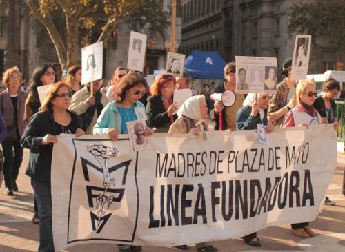 Mães da Praça de Maio em busca dos seus filhos desaparecidos (Foto: Rogério Tomaz Jr.)