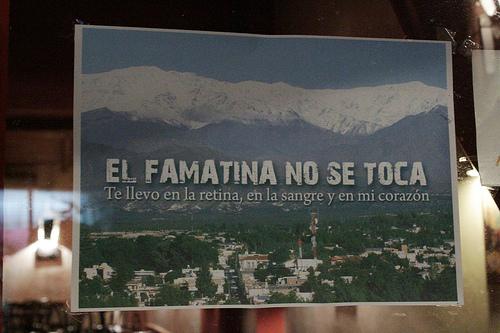 """""""El Famatina no se toca"""" é o mantra da resistência à exploração das serras de Famatina, especialmente do monte General Belgrano, também conhecido por monte Famatina, com seus 6.250m (Foto: Rogério Tomaz Jr.)"""