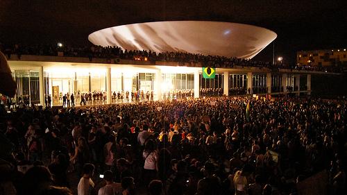 Protesto no Congresso (17/6) - Foto: Leo Djorus (licença Creative Commons - http://www.flickr.com/photos/69235117@N03/)