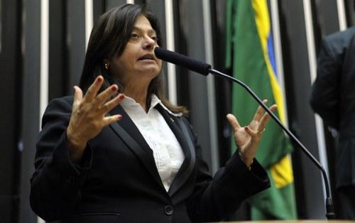 Alice Portugal foi atacada pelo secretário-geral da Mesa da Cãmara (Foto: Luis Macedo/Câmara)
