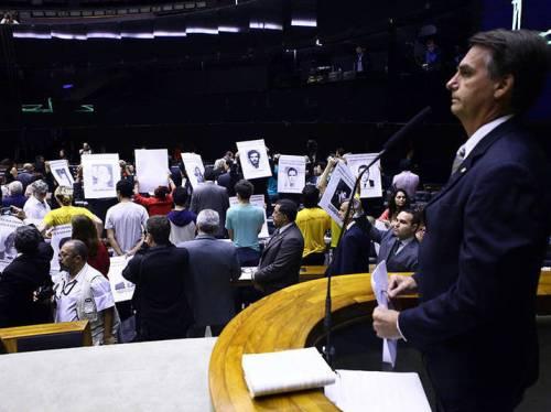 Jair Bolsonaro é ignorado pelo público durante sessão solene sobre os 50 anos do Golpe de 1964 (Foto: Antonio Augusto/Ag.Câmara)